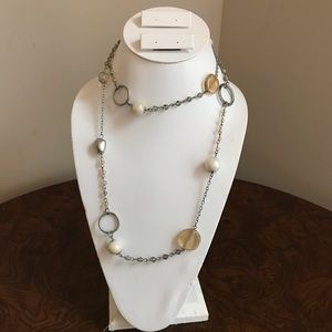 Jewelry - Pearl and bead necklace
